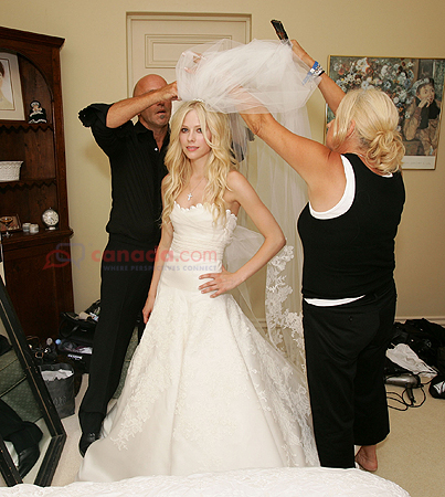 avril lavigne wedding dresses. Avril Lavigne Celebrity